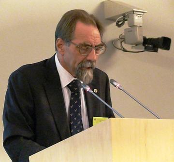 """Prof. Nikolajus Kazanskis LR Seime skaito pranešimą """"Kaip įveikti lingvistinės rekonstrukcijos apribojimus (V. Toporovo patirtis)"""""""