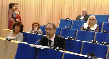 Kartu su kitais konferencijos dalyviais prof. N. Kazanskis klausosi pranešimų, skirtų Vladimiro Toporovo atminimui