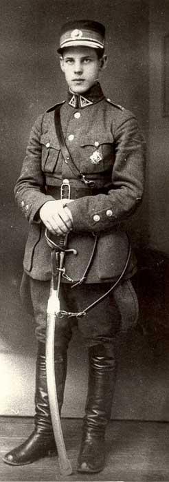 Juozas Vitkus – Lietuvos karininkas. Nėra žinoma nė viena partizaninė J.Vitkaus-Kazimieraičio fotografija.