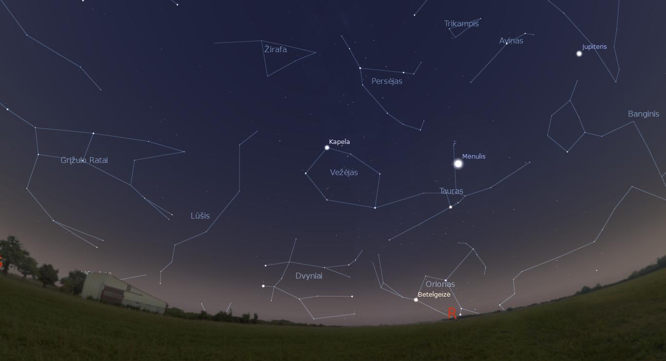 """Sausio 5 dieną po saulėlydžio matomi žvaigždynai ir Mėnulis, įsispraudęs tarp Hiadų ir Plejadų. """"Stellarium"""" pav."""
