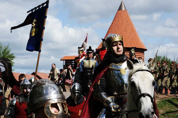 Žalgirio mūšio jubiliejaus eisena prie Kauno pilies