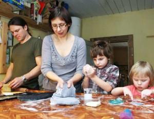 Ingos ir Kęsto Samušių šeima velia | Klaudijaus Driskiaus nuotr.