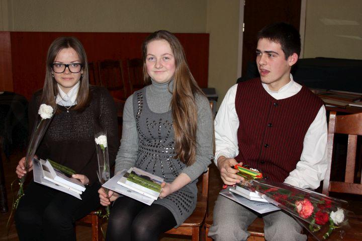 Aktyviausiai etninės kultūros srityje pasireiškę mokiniai (iš kairės): Greta Pakšytė, Dominyka Trainytė ir Justinas Mileris | Aušrelės Jonušytės nuotr.