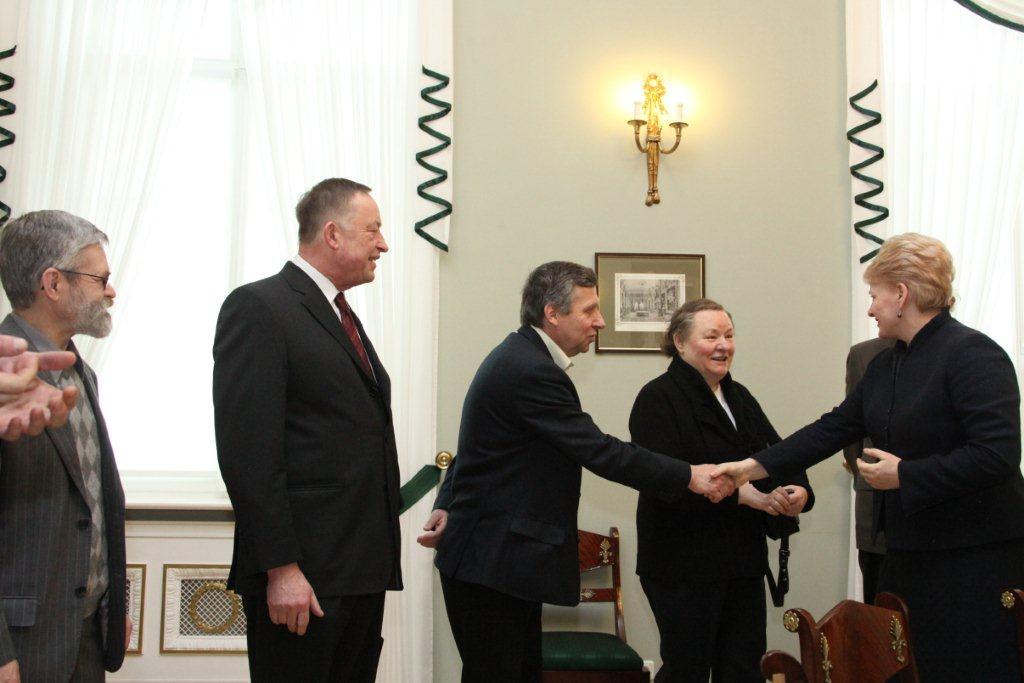 Dalia Grybauskaitė susitiko su Lietuvos rašytojais | lrp.lt nuotr.