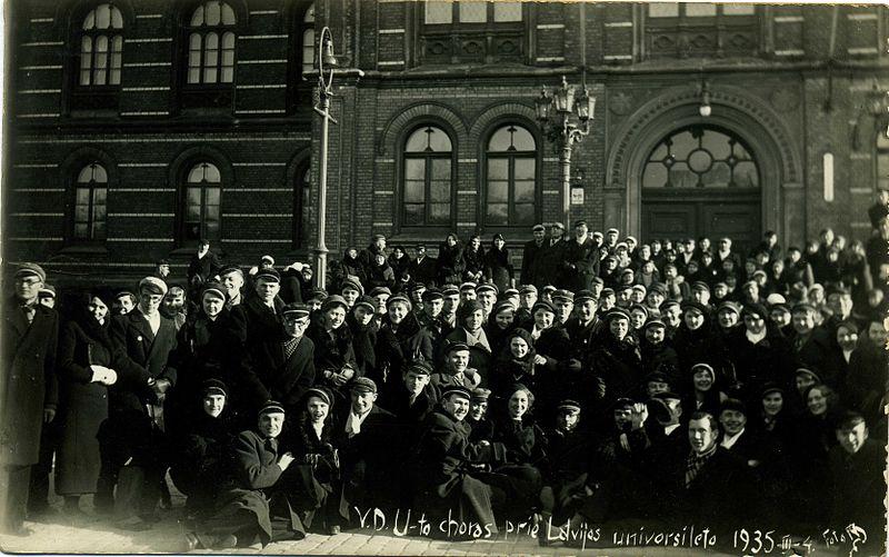 Vytauto Didžiojo universiteto choras prie Latvijos universiteto 1935 metų kovo 4 dieną.