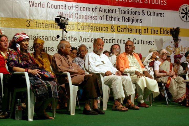 Krivis Jonas Trinkūnas Pasaulio religijų kongrese Nagpure, Indijoje 2009 m. | Alkas.lt nuotr.