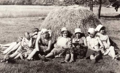 Pranė Dundulienė etnografinėje ekspedicijoje | mb.vu.lt nuotr.
