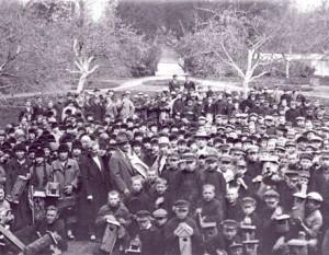 1922 m. vykusi inkilų kėlimo akcija | Kauno botanikos sodo nuotr.
