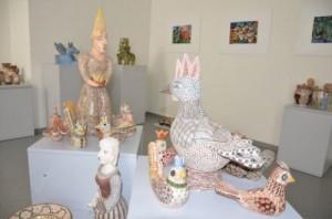 Pavasariniu džiugesiu kerintys Rūtelės keramikos darbai
