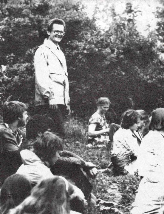 Prof. Norbertas Vėlius tarp ekspedicijos dalyvių