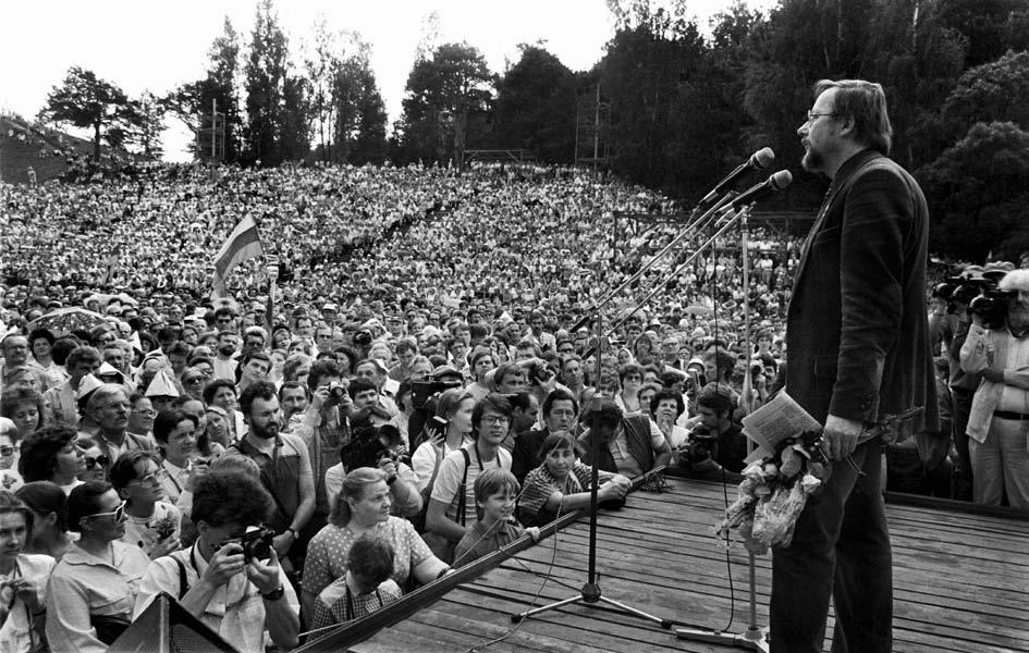 Delegatų palydos Vilniaus Kalnų parke į TSRS liaudies deputatų suvažiavimą. 1989 m. gegužė. Vytauto Daraškevičiaus nuotraukos.