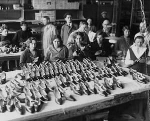 """""""Bato"""" fabriko ceche. Aut. nežinomas, XX a. 4 deš. """"Aušros"""" muziejaus nuotr."""
