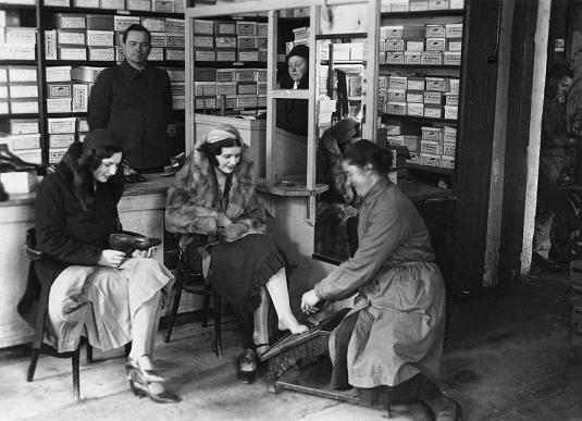 """Broniaus Poškaus batų parduotuvė Šiauliuose. """"Aušros"""" muziejaus nuotr."""