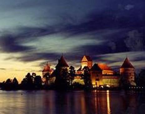 Naktis Trakų pilies saloje