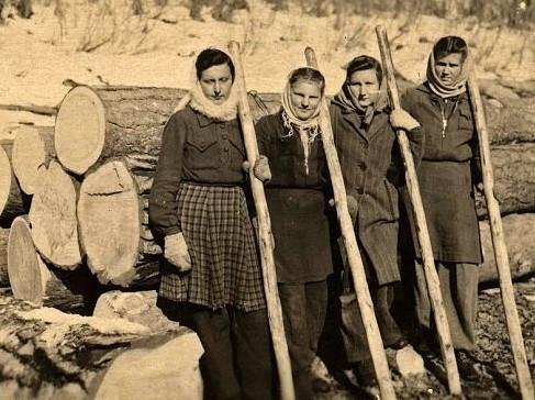 Senas albumas.Tremtis.Šitą nuotrauką mamai atsiuntė klasės draugė 1949 metais iš Sibiro | Dianos nuotr. efoto.lt