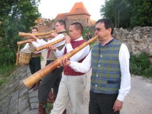 """Utenos folkloro ansamblis """"Untytė"""" (vadovas Laimis Kirilauskas). Autoriaus nuotrauka"""