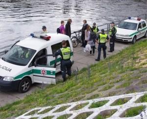 Policija suima kreidelėmis piešusius moksleivius | E.Marčenkovo nuotr.