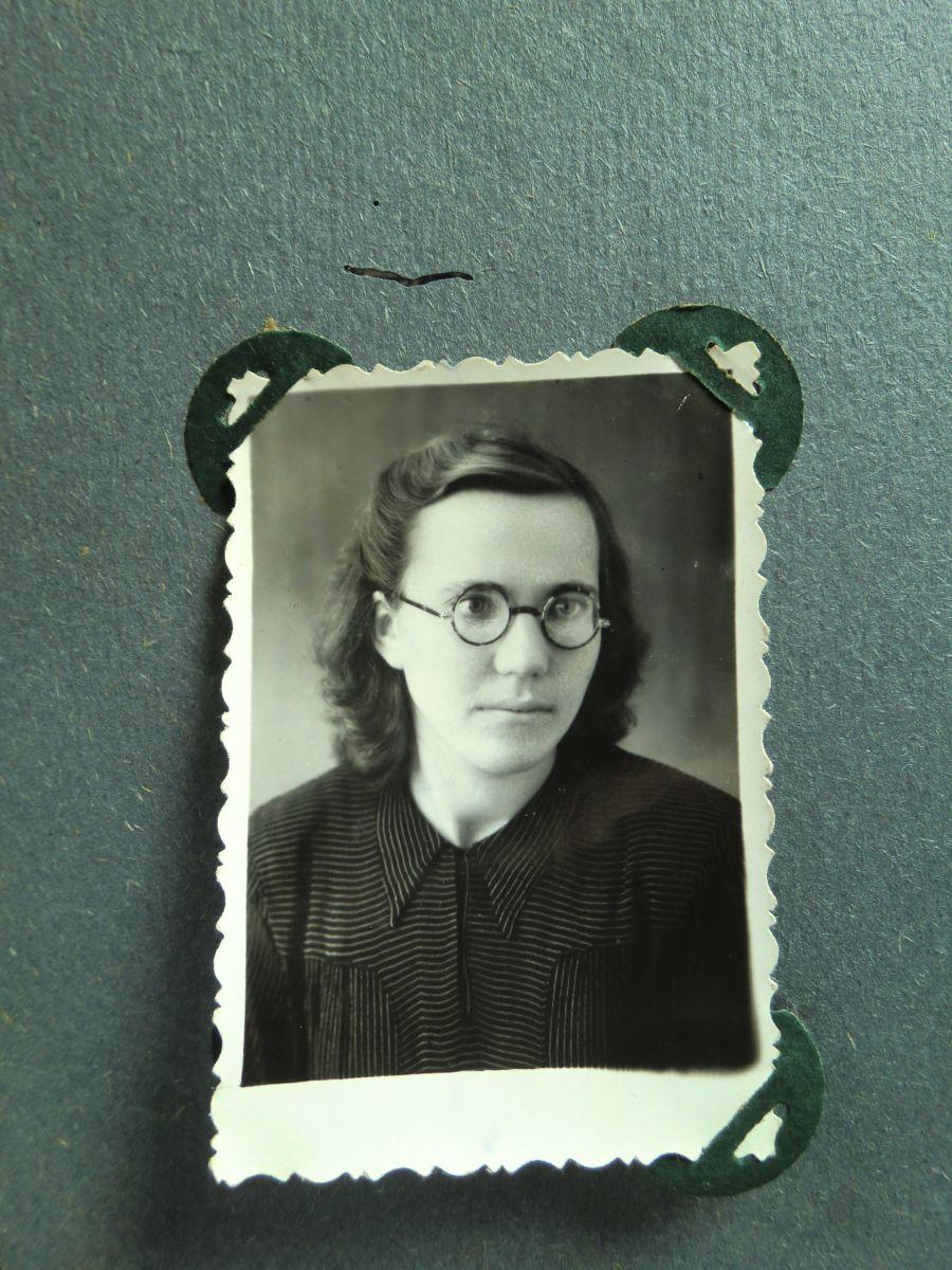 Elenutė Vogulytė Kalabauščinoje 1957 m. spalis