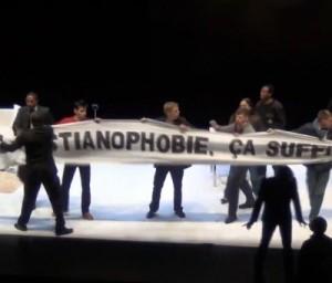 Protestuotojai užėmė sceną 2011 10 20, Paryžiuje per Kastelučio spektaklio premjerą