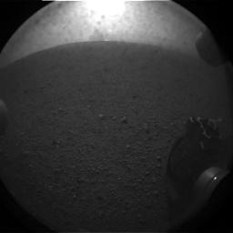 """Viena iš geriausių pirmųjų """"Curiosity"""" nuotraukų. NASA nuotr."""