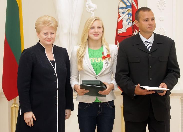 Rūta Meilutytė su pirmuoju treneriu Giedriu Martinioniu ir Prezidente Dalia Grybauskaite | lrp.lt nuotr.