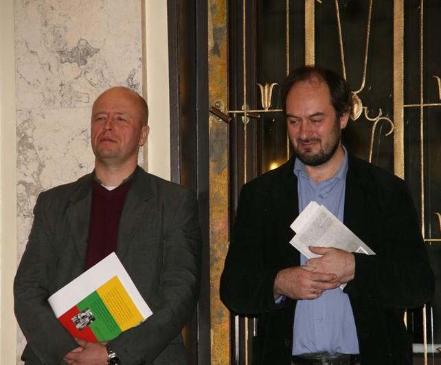 Vertėjai M. Roduneris ir J. Ohmanas (kairėje)