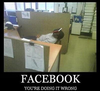 """Užrašas anglų klb.: """"Facebook"""" - jūs tai darote neteisingai"""""""