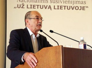 Apskritojo stalo pirmininkas Romualdas Ozolas | J.Vaiškūno nuotr.