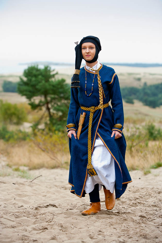 IX-XII a. kuršių genties merginos rūbai