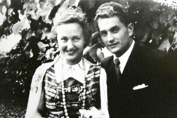 Nijolės Bražėnaitės ir Juozo Lukšos vestuvių nuotrauka   www.partizanai.info