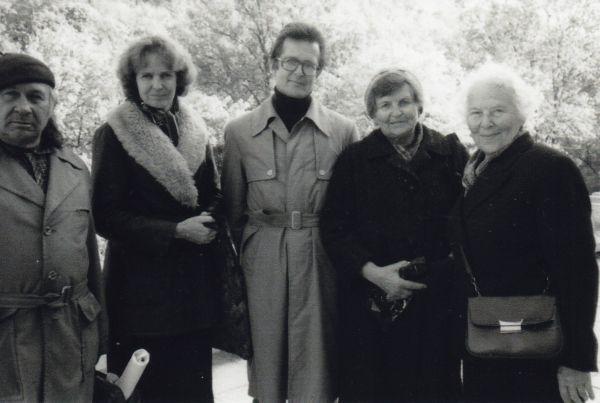 Iš dešinės: Meilė Lukšienė, Marija Gimbutienė, Norbertas Vėlius, Sigitas Lasavickas 1986 m. | lnb.lt