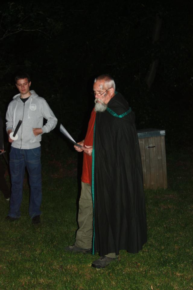 Šventikas vedęs pagrindinį Bloat ritualą - Rene Dyrborg, tai vyksta Glavendrupe.
