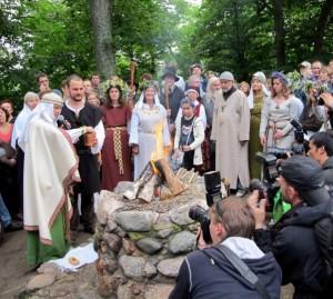 Romuvos apeigos Vilniuje prie Lizdeikos aukuro