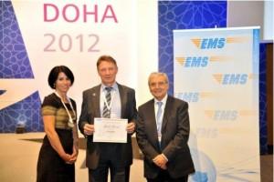 Lietuvos paštui skirtą apdovanojimą atsiėmė Ryšių reguliavimo tarnybos direktoriaus pavaduotojas Henrikas Varnas