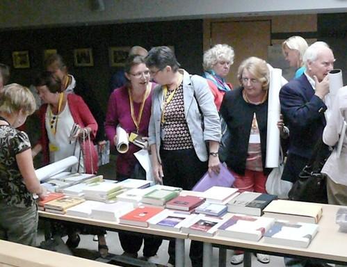 Pasaulio lietuvių bendruomenės XIV Seimo delegatai ir svečiai galėjo įsigyti naujausių lietuviškų knygų | G.Zemlicko nuotr.