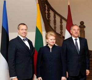 Hendrikas Ilvesas, Dalia Grybauskaitė ir Andris Berzinis | lrp.lt, Dž.G.Barysaitės nuotr.