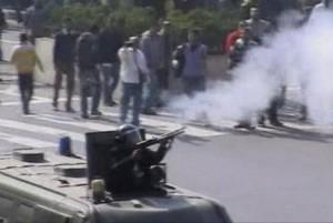 Egipto policija prieš minią panaudojo ašarines dujas bei vandens patrankas