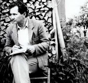 Kazimieras Kalibatas užrašo tautosaką Adutiškyje 1983 m.