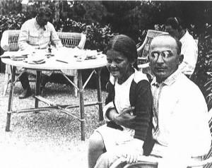 Lavrentijus Berija su Josifo Stalino dukra | wikipedia.org nuotr.