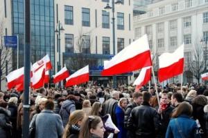 Lenkiskos vėliavos Lietuvos lenkų pikete | J.Česnavičiaus nuotr.