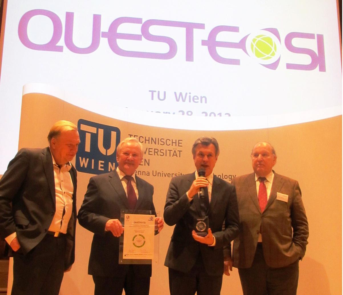 Viduryje iš kairės: APINI direktorius prof. Jurgis Staniškis, prof. Sigitas Stanys | ktu.lt nuotr.