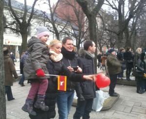 Kaune tautinio jaunimo eiseną stebintys kauniečiai | R.Garuolio nuotr.