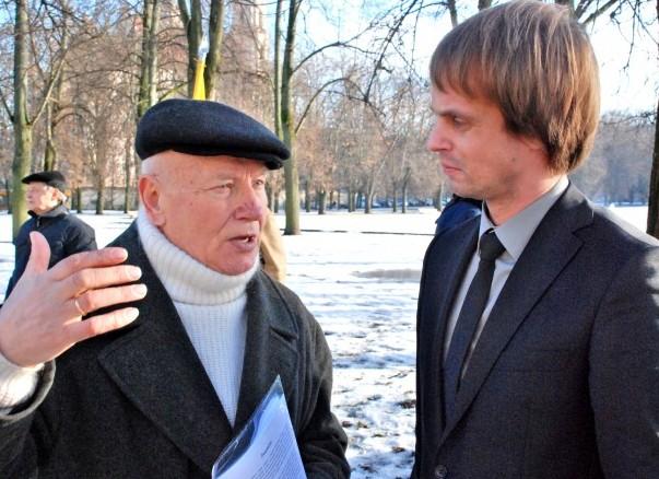 LLKS pirmininkas Jonas Burokas su ministerijos atstovu | J.Česnavičiaus nuotr.