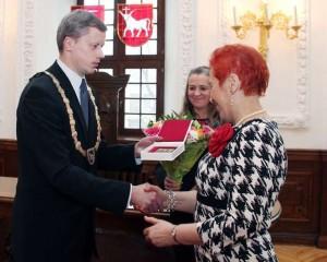 Kauno meras apdovanoja rašytoją A.Ruseckaitę | Kaunas.lt nuotr.