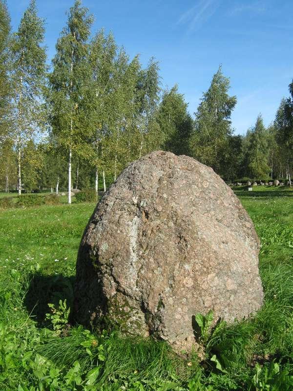 """Akmuo """"Dziedas"""" akmenų muziejuje"""