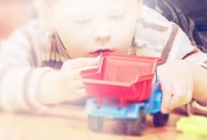 vaikai ir žaislai