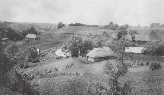 Netoli Ariogalos, ant Dubysos kranto, stūkso Birutkalnis (XX a. pradžios L.Kšivickio nuotrauka) | piliakalniai.lt nuotr.