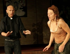 "Aktorius Povilas Budrys spektaklyje ""Fundamentalistai"" | teatrai.lt nuotr."