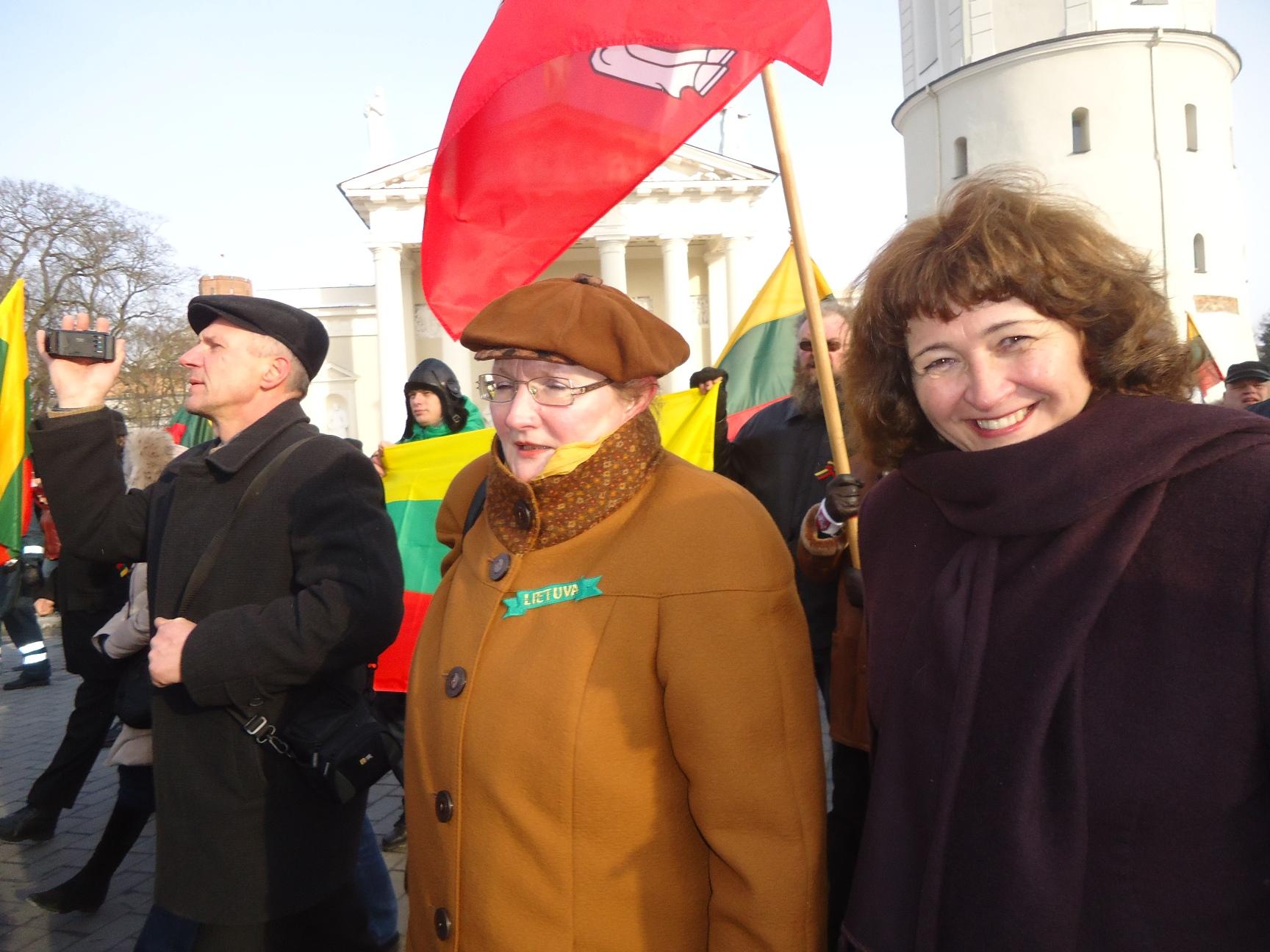 Kovo 11-osios eitynės Vilniuje. Viduryje - Irena Vasinauskaitė | ekspertai.eu nuotr.
