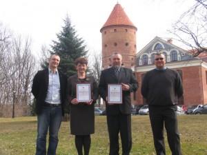 Diplomai – Panemunių regioninio parko direktoriaus V.Ganusausko ir Varnių regioninio parko direktorės I.Zimblienės rankose.
